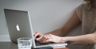 Rachat de crédit sur une banque en ligne : avantages et simulation