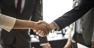 Comment négocier un rachat de crédit sans changer de banque ?